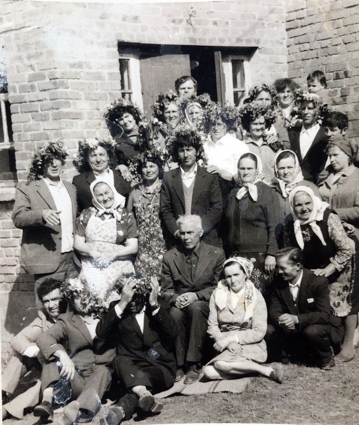 Випускники гопчицької школи під час зустрічі