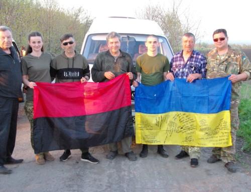 Волонтери передали нашим військовим-землякам великодні подарунки