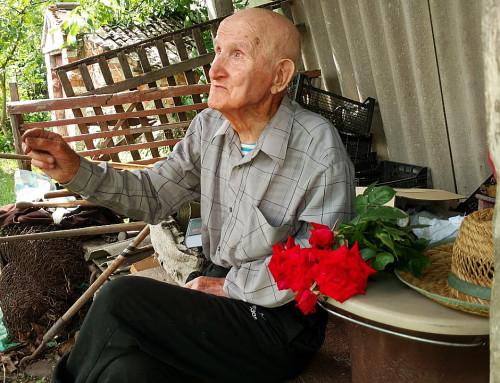Гопчиця вітає ветерана Другої світової з 94-річчям