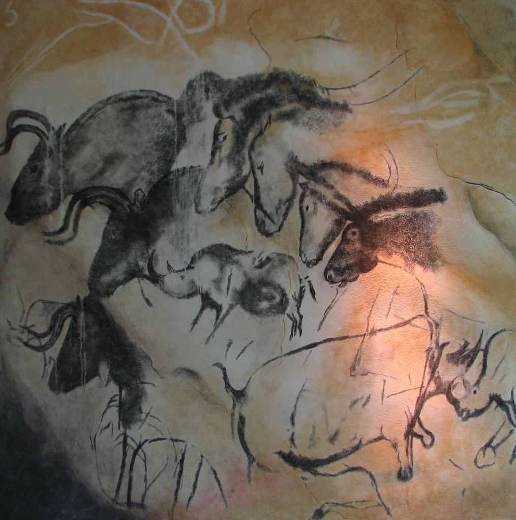 Наскельні малюнки целодонта, коней і тура у печері Шові
