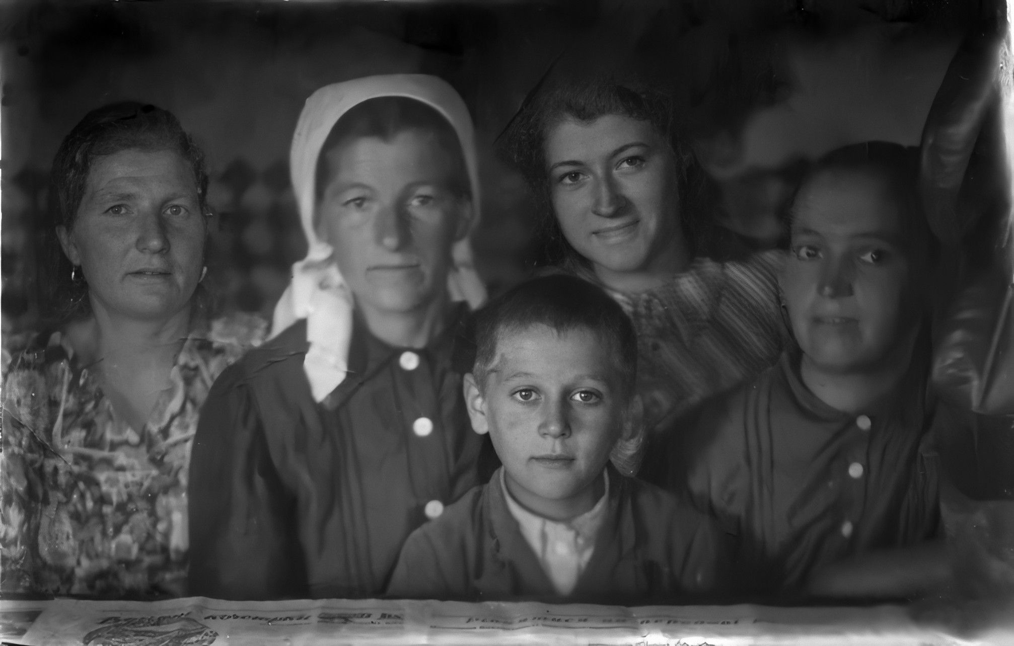 Зліва на право: невідома, Лабенко Ликера, Саліженко Дмитро Олександрович, Вальчук Аня, Саліженко Антонина Данилівна